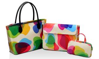 ...набор состоит из сумки, съемного чехла для ноутбука и мини-чехла.